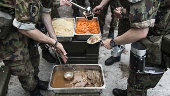 Verdorbene Lebensmittel lösten den Durchfall bei 91 Rekruten in Sitten aus. Mittlerweile sind alle wieder eingerückt. (Symbolbild)