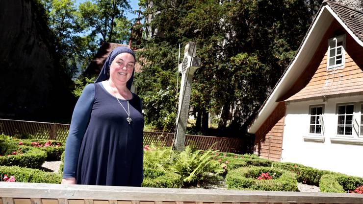 Schwester Benedikta baut ihre eigene Klause. Bis im Frühjahr wohnte sie in der Verenaschlucht. (Archiv)