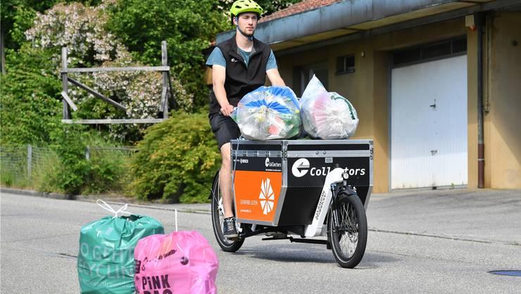 Ob regionale Anbieter wie Umweltfreunde (grüner Sack) und Collectors (mit dem Cargoelektrovelo) oder neue Dienstleister wie Pinkbags aus Zürich (pinkfarbener Sack): In Olten und der Region steigt die Nachfrage nach Recyclingkurieren.