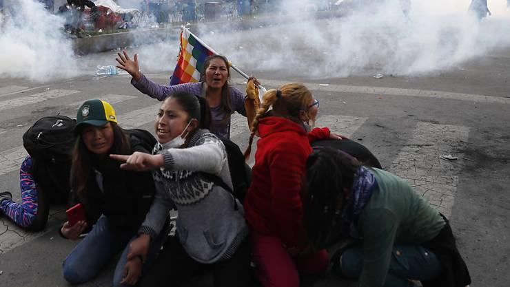Zusammenstösse zwischen Anhängern des gestützten Präsidenten Evo Morales und den Sicherheitskräften in der bolivianischen Hauptstadt La Paz.