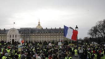"""In Paris haben sich erneut """"Gelbwesten"""" zu einer Kundgebung versammelt."""