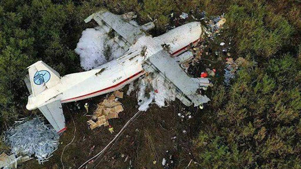 Transportflugzeug stürzt ab - Fünf Tote