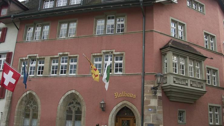 In den Verwaltungsgebäuden, hier das Rathaus Laufenburg, haben die Gemeinderäte die Arbeit für die neue Amtsperiode begonnen. archiv