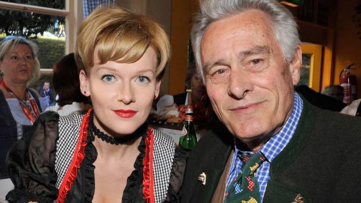 Der kürzlich verstorbene Schauspieler Klaus Wildbolz (r.) mit Freundin Nadine von Vöhren im Jahr 2010: Sie soll sein auf mehrere Millionen Euro geschätztes Vermögen erben. (Archivbild)