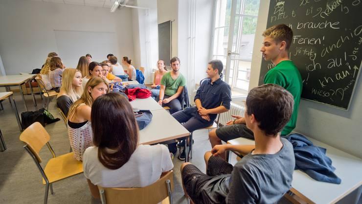 Herkunft beeinflusst Zukunft: Sehr wahrscheinlich haben auch ihre Eltern eine höhere Schule besucht Diskussionsrunde an der Kantonsschule Wettingen.