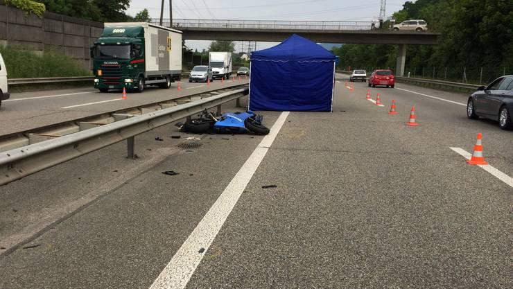 Die Autobahn war im Bereich Eiken  bis kurz nach 10 Uhr in beiden Fahrtrichtungen nur einstreifig befahrbar.