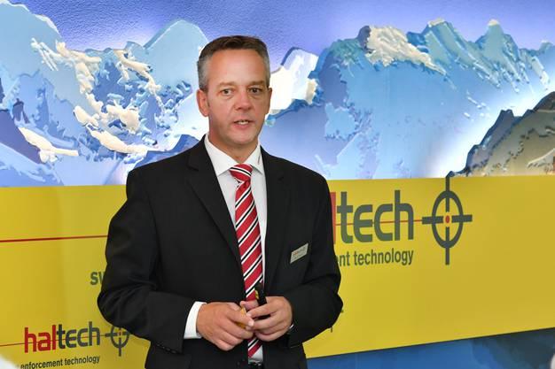 Roger Berger von der Saltech AG erklärte was für Patronen in Däniken hergestellt werden.