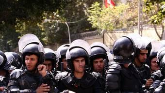 Proteste vor der Schweizer Botschaft in Teheran