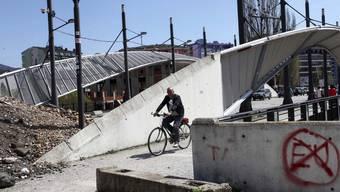 Brücke zwischen dem albanischen und dem serbischen Teil von Mitrovica