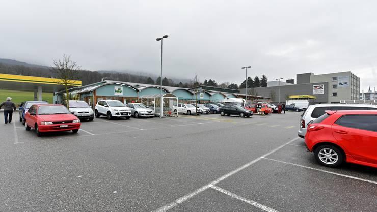 Beispiel Landi Wangen: Alle Parkplätze oberirdisch – das braucht zu viel Land, findet Markus Ammann (SP, Olten)