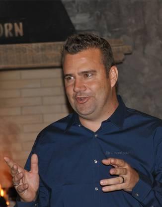 Gastgeber Wayne van Rooyen freut sich über den Start.