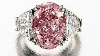 Der pinkfarbene Diamantring hat für 8,6 Millionen Dollar den Besitzer gewechselt