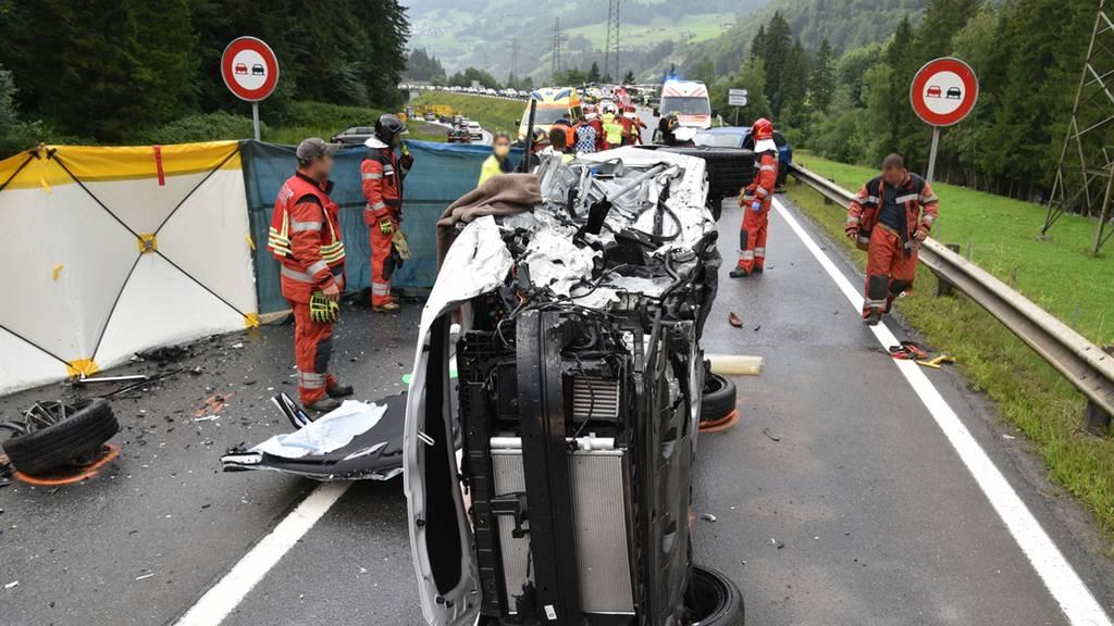 Unfall mit vier Autos: Sechs Verletzte