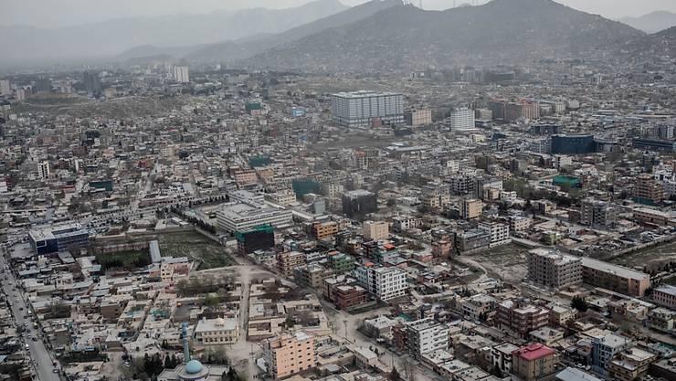 ARCHIV - Stadtansicht von Kabul (Afghanistan) aus dem Hubschrauber aufgenommen. Foto: Michael Kappeler/dpa