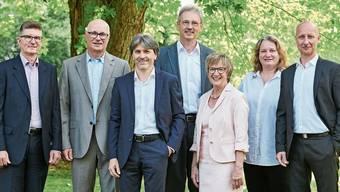 Sind das zwei zu viel? Fünf würden jedenfalls auch gut ins Bild passen. So zeigte sich der Schlieremer Stadtrat 2018 in seiner aktuellen Siebner-Besetzung (von links): Andreas Kriesi (GLP), Christian Meier (SVP), Markus Bärtschiger (SP), Pascal Leuchtmann (SP), Manuela Stiefel (parteilos), Bea Krebs (FDP) und Stefano Kunz (CVP).