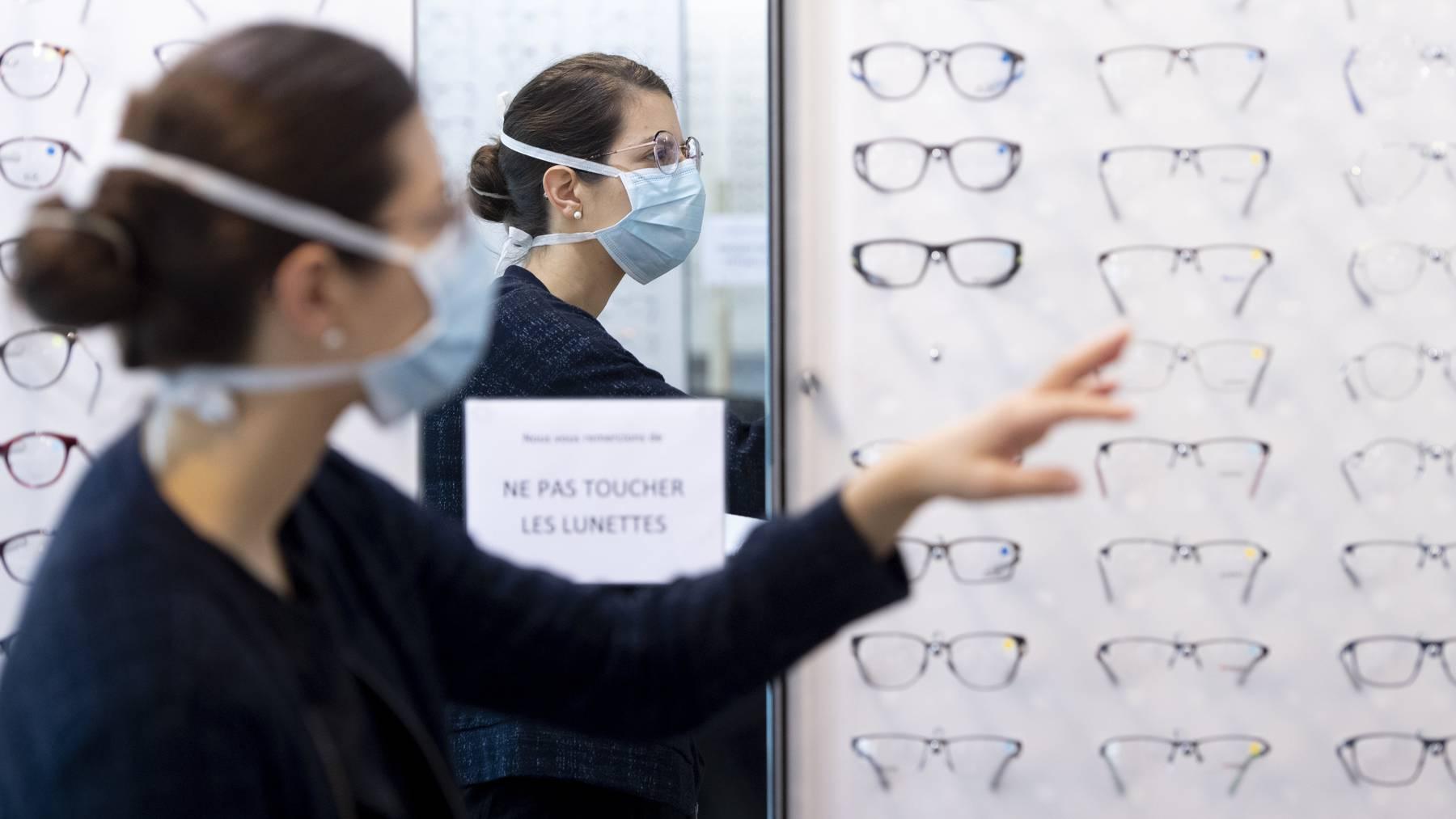 Im Oktober sind unter anderem Brillen und Kontaktlinsen teurer geworden.