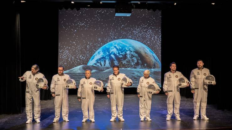 Ein Ensemble-Stück, ganz getreu dem Motto, dass man sich auf den Mond schiesse.