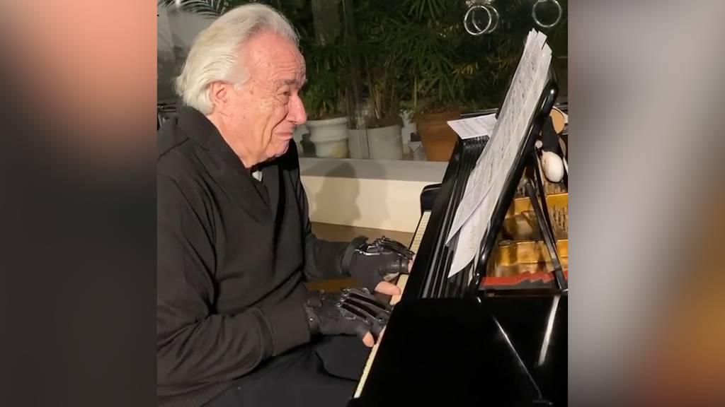 Star-Pianist kann dank Medizintechnologie nach 20 Jahren wieder Klavier spielen