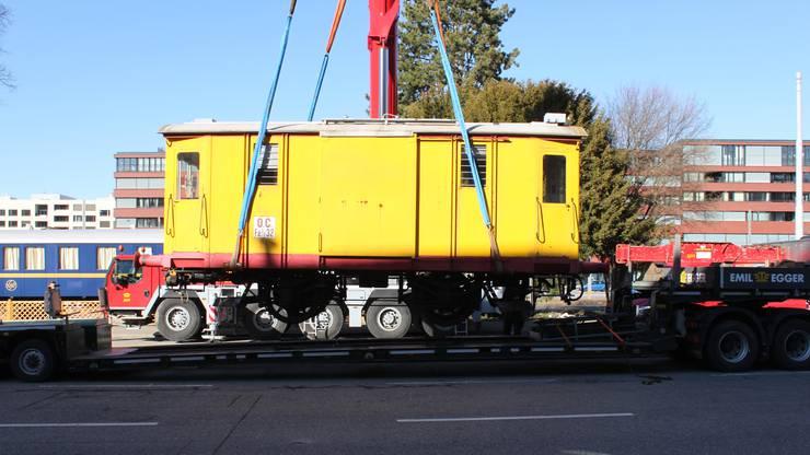 Der Elektrotriebwagen stand kurz vor dem Transport in der Romandie noch im Einsatz.
