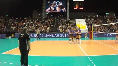 Spielszene Top Volley mit Sm'Aeschs Kerley Becker