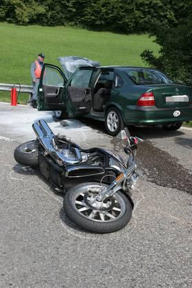 Ein Töfffahrer überholte in der Kurve ein Wohnmobil..