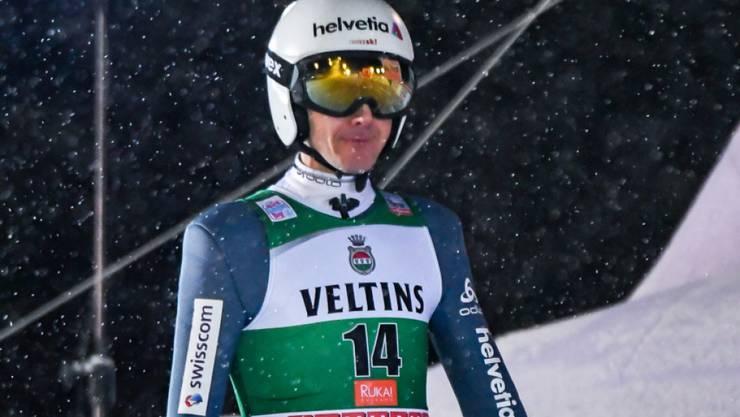 Solider Auftakt im winterlichen Nordfinnland: Simon Ammann qualifizierte sich mit einem Sprung auf 130 m sicher für den Weltcup am Samstagabend in Kuusamo