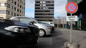 Trotz Haltverbots-Schildern parkieren häufig Fahrzeuge auf dem Goldschlägiplatz.