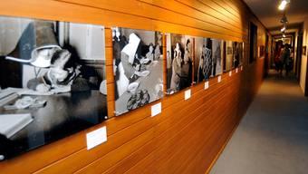 Im ehemaligen Kinderheim Mümliswil zeigen eindrückliche Fotos aus der Vergangenheit den Heimalltag. im