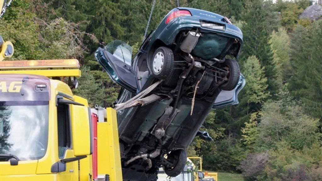 Beim Selbstunfall hatte der Lenker seinen Wagen zu Schrott gefahren.