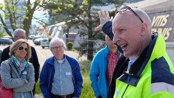 Die Mitglieder der Limmattaler Bauvorständekonferenz er hören gespannt den Ausführungen des Schlieremer Bauvorstands Stefano Kunz (CVP) zu.