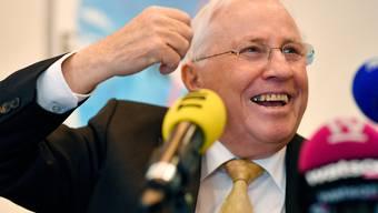 Gut gelaunt: Alt Bundesrat Christoph Blocher steht den Medien Red und Antwort. Bild: Walter Bieri/Keystone (Zürich, 16. April 2019)