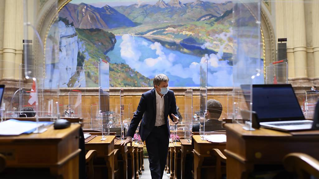 Der Nationalrat sieht in der Corona-Krise grosszügigere Massnahmen für Mietende, Selbstständige und Festivals vor als der Ständerat.