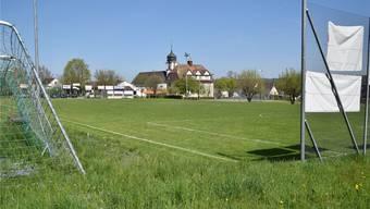 Fussballplatz in Tägerig: Zu klein und nicht überall ganz flach.