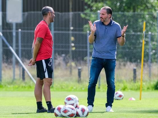 FCL-Trainer Celestini im Gespräch mit Sportchef Meyer.
