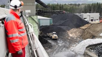 Im Zementwerk Siggenthal werden die letzten Steinkohlevorräte abgebaut. Im Januar 2014 wird auf Braunkohle umgestellt. Laurent Burst