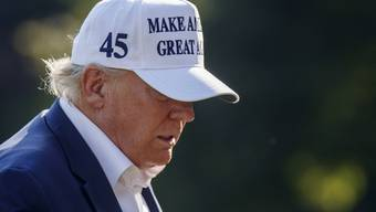 Endet die Amtszeit des 45. Präsidenten der USA nach nur 4 Jahren? Zumindest die Umfragen deuten derzeit darauf hin. Doch Donald Trump wehrt sich.
