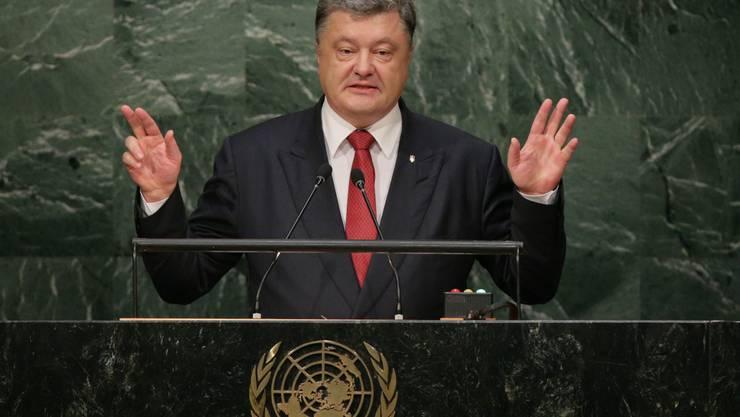 Der ukrainische Präsident Petro Poroschenko hat Russland vorgeworfen, im Kriegsgebiet der Ostukraine mobile Krematorien einzusetzen.
