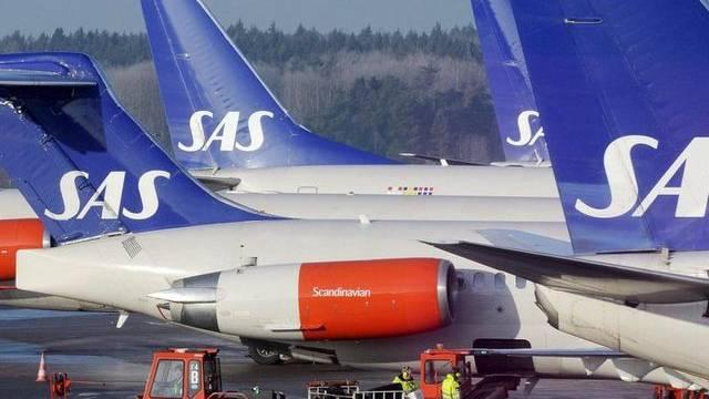 Die skandinavische Fluggesellschaft SAS muss sparen (Archiv)