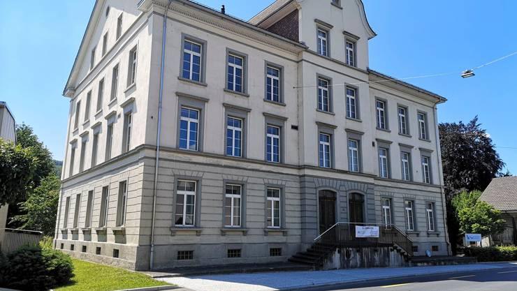 Steht zum Verkauf: Das ehemalige KV-Gebäude in Reinach.