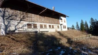 Der seit 25 Jahren verlassene Bauernhof auf dem Bettlachstock wird bald verschwinden.