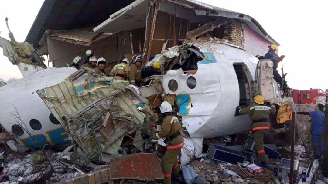 Passagierjet in Kasachstan abgestürzt - mindestens 14 Tote