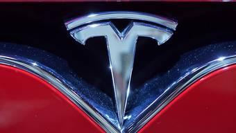 Geht eine Wette auf die nächste Generation an Spreicherlösungen: Der Elektroautobauer Tesla. (Archivbild)