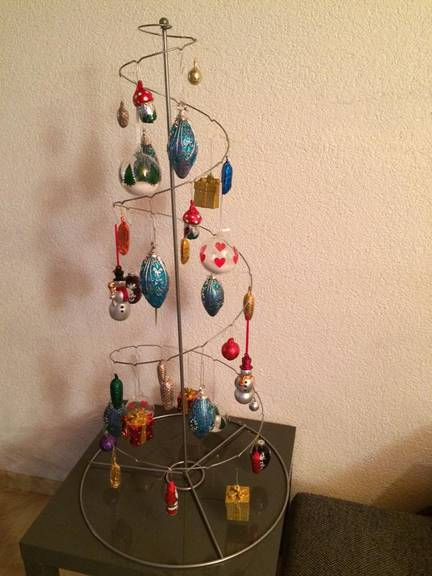 Künstlerisch, puristisch, der Christbaum von Angelica.