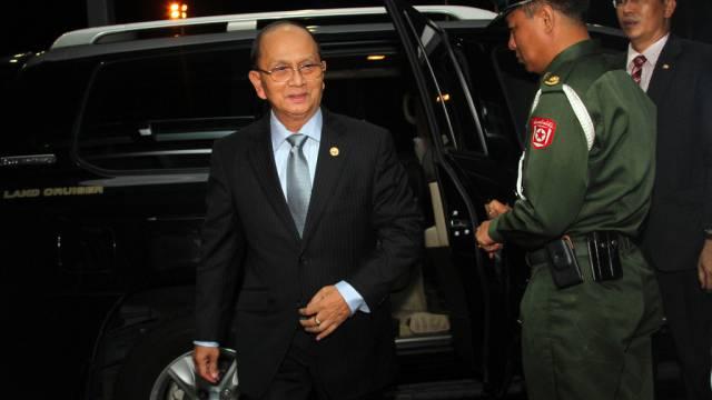 Burmas Präsident Thein Sein vor dem Abflug in die USA