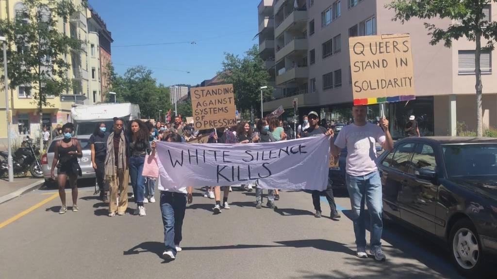 1000 Menschen protestieren in Zürich gegen Floyds Tod