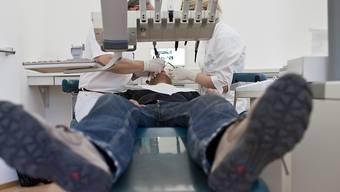 Für die angehenden Zahnärzte und Zahnärztinnen hat eine Panne im Zusammenhang mit dem Eignungstest für das Studium keine Folgen (Symbolbild).