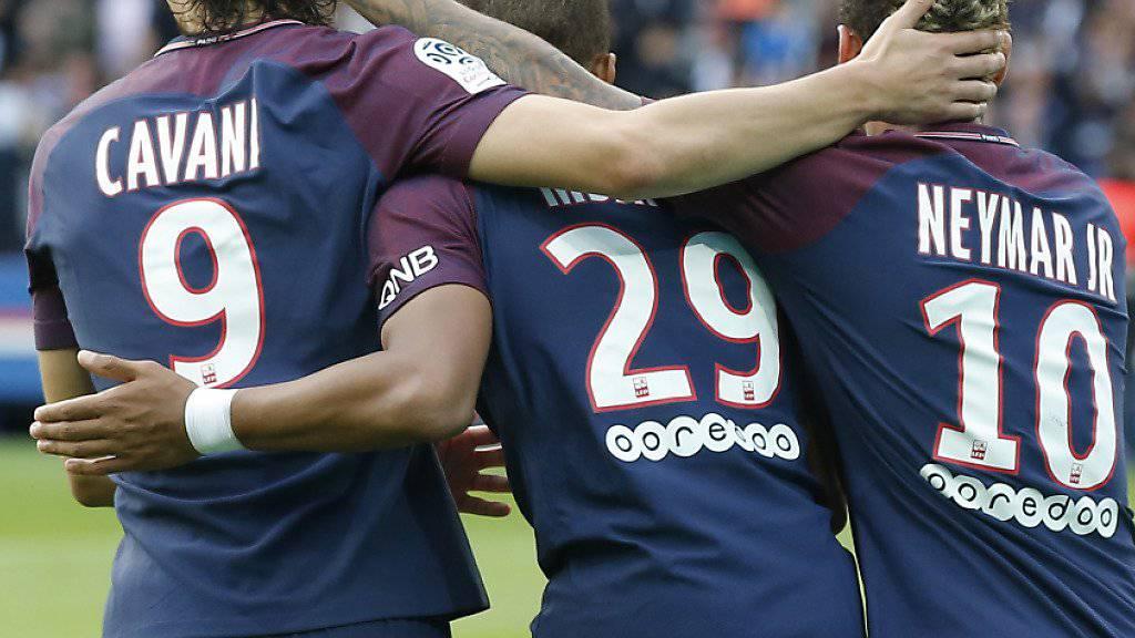 Der Pariser Traumsturm mit Cavani, Mbappé und Neymar (von links) jubelt gegen Bordeaux im Multipack