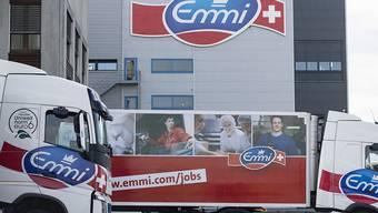 Der Milchverarbeiter Emmi hat im vergangenen Jahr zwar mehr Umsatz, unter dem Strich aber weniger Gewinn als 2018 erzielt. Den Aktionären will Emmi dennoch eine höhere Dividende bezahlen.(Archivbild)