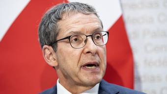 Urs Hofmann, Präsident der Konferenz der kantonalen Justiz- und Polizeidirektoren fordert mehr Mittel für Frauenhäuser. (KEYSTONE/Peter Schneider).