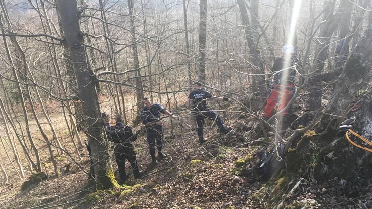 Die Bergrettung im Einsatz: Der abgestürzte Mann aus dem Kanton Solothurn konnte zirka 3 Stunden nach seinem Unfall geborgen werden.
